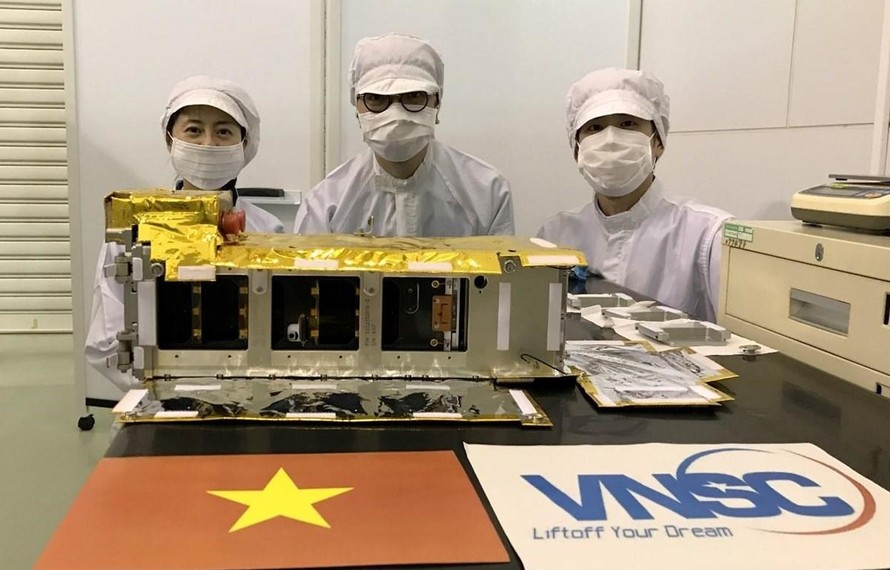 Vệ tinh NanoDragon của Việt Nam chính thức bàn giao cho Nhật Bản ngày 17/8/2021. (Ảnh: Trung tâm Vũ trụ Việt Nam)
