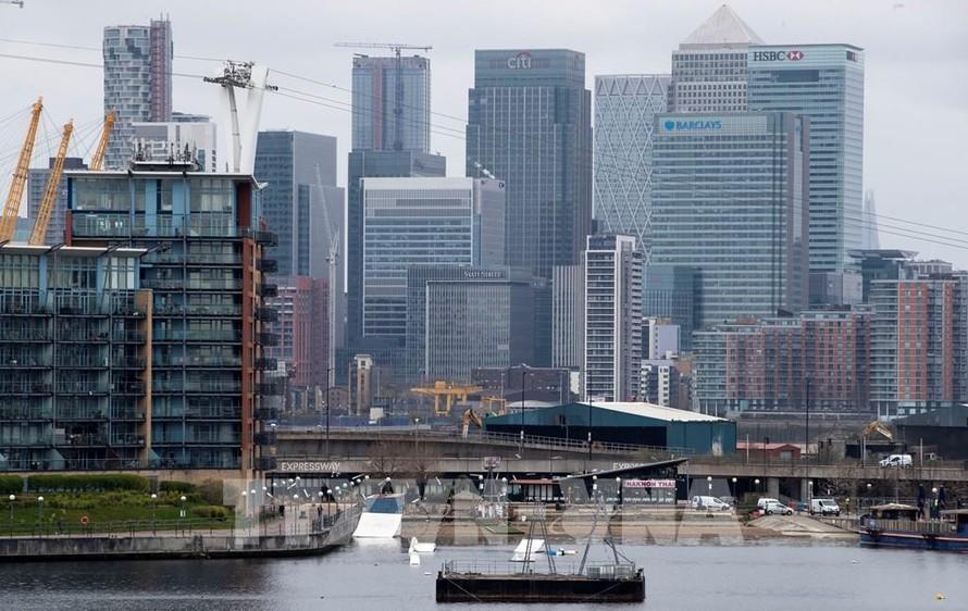Kinh tế Anh tăng trưởng vượt dự báo trong quý II/2021