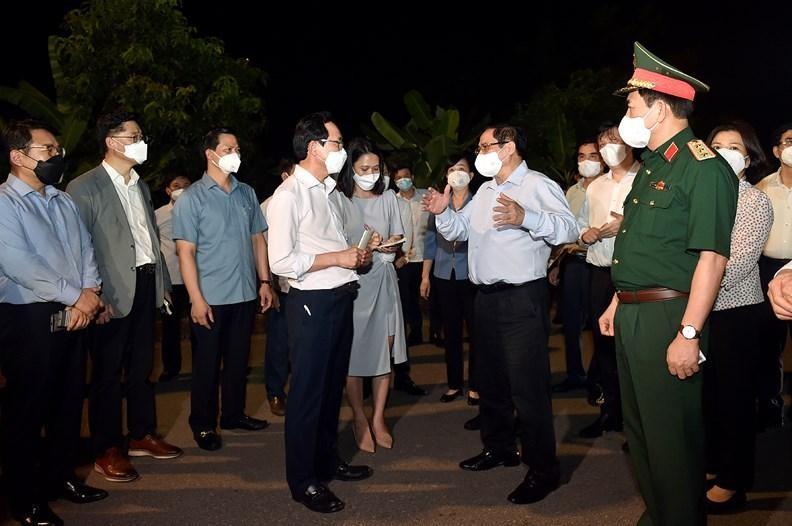 Chiều tối 29/5, Thủ tướng Phạm Minh Chính vào tâm dịch Bắc Ninh kiểm tra công tác phòng chống dịch bệnh COVID-19, duy trì hoạt động sản xuất kinh doanh. Ảnh VGP/Nhật Bắc
