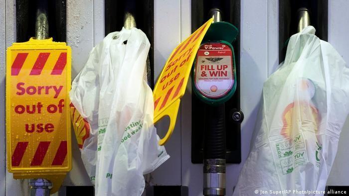 Khủng hoảng nhiên liệu ảnh hưởng tới hoạt động cung ứng dược phẩm tại Anh
