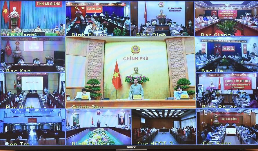 Sáng 9/10, Thủ tướng Chính phủ Phạm Minh Chính, Trưởng Ban Chỉ đạo quốc gia phòng chống COVID-19 chủ trì cuộc họp trực tuyến toàn quốc của Ban Chỉ đạo với các địa phương.