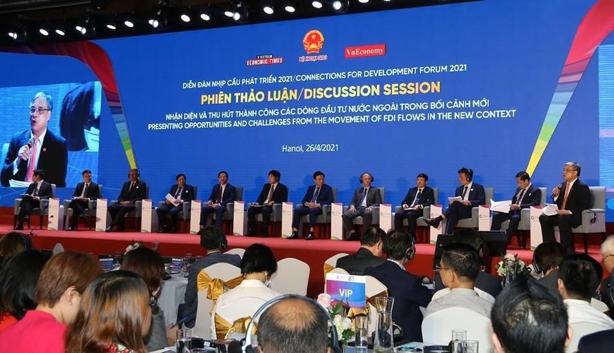 Các đại biểu tham gia phiên thảo luận tại sự kiện Diễn đàn Nhịp cầu phát triển 2021