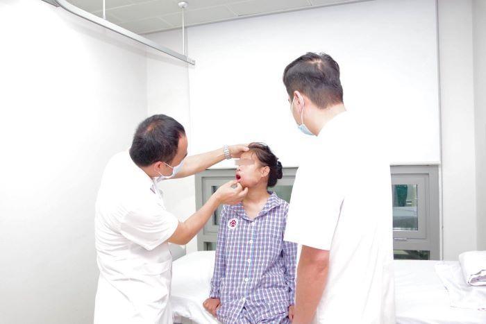 Cắt bỏ thành công khối u khổng lồ trên gương mặt thiếu nữ