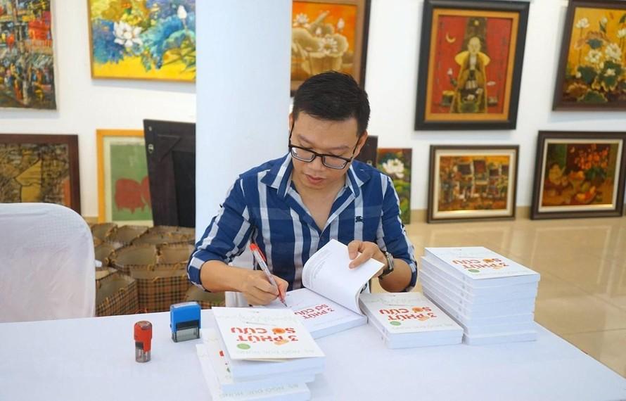 Trò chuyện với bác sĩ Ngô Đức Hùng, 'kiêm' KOL và viết sách
