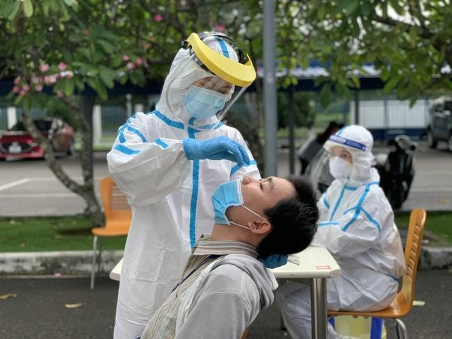 Các bác sĩ Việt Nam xung đột quan điểm trong phòng, chống dịch COVID-19