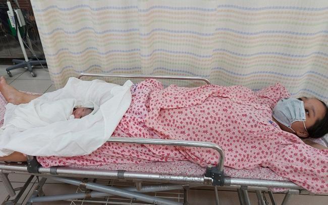 """Vì sao một sản phụ tại Hà Nội vừa sinh bé gái đã đặt tên """"Công An""""?"""