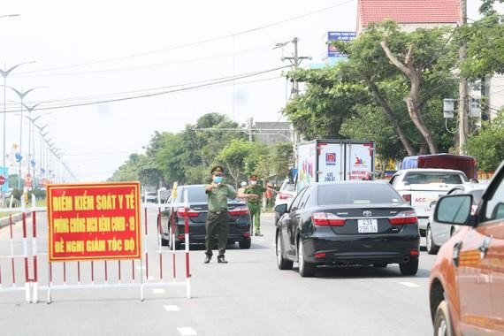 Vì sao Quảng Nam cho phép một cán bộ chở con ra Hà Nội để sang nước ngoài du học?