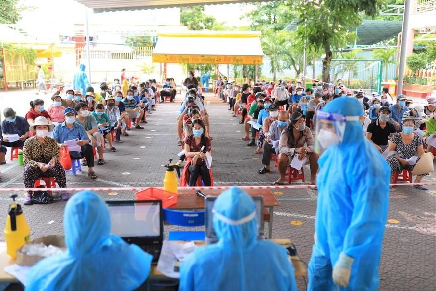 Lo vaccine hết hạn, Ban dân vận Trung ương đề xuất sớm tiêm vaccine dịch vụ