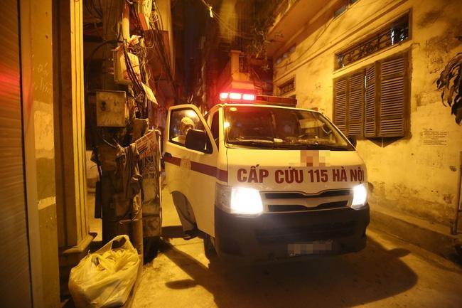 Bệnh nhân bức xúc vì quy định chỉ thu tiền mặt của Trung tâm cấp cứu 115 Hà Nội
