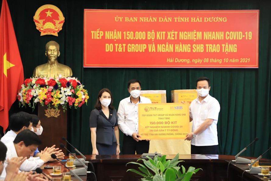 Tập đoàn T&T Group và Ngân hàng SHB tặng 150.000 bộ kit xét nghiệm nhanh cho Hải Dương