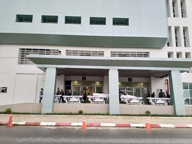 Cổng bệnh viện Prachanukroh - nơi các thành viên đội bóng điều trị. (Ảnh: Hoàng Việt)