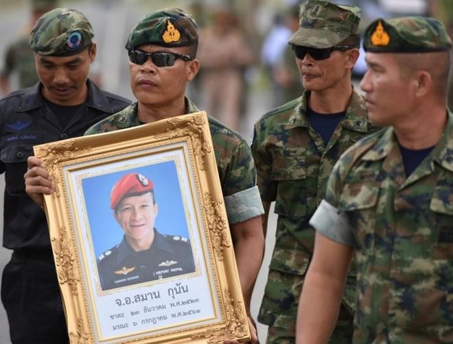 Người dân Thái Lan tưởng nhớ cựu đặc nhiệm đã qua đời trong lúc làm nhiệm vụ giải cứu đội bóng.