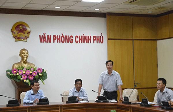 Ông Đỗ Ngọc Huỳnh (người đứng) trong một buổi làm việc tại Văn phòng Chính phủ. (Nguồn: VGP).