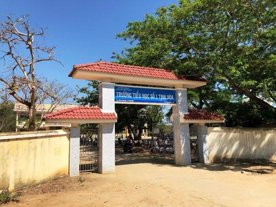 Trường Tiểu học số 1 Tịnh Hòa, nơi xảy ra vụ việc. Ảnh: T.Trực