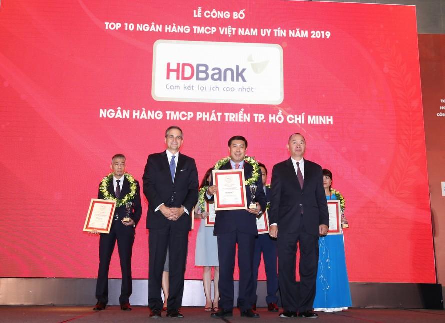 HDBank lọt top 6 ngân hàng thương mại cổ phần tư nhân uy tín nhất năm 2019