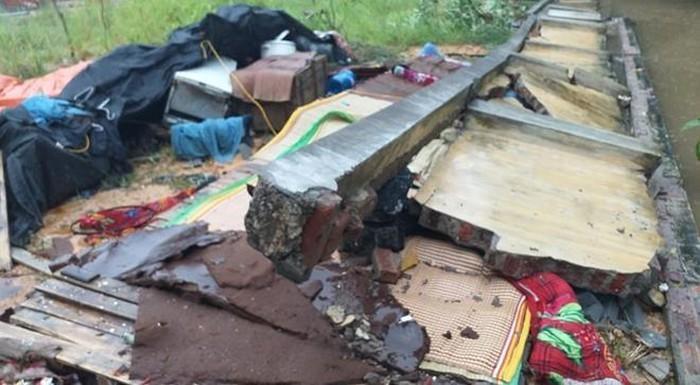 Hiện trường bức tường bê tông đổ vào 4 thợ xây. Ảnh: Zing.vn