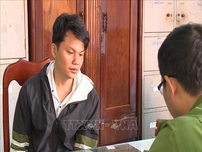 Nguyễn Văn Cường, đối tượng đâm chết bạn nhậu bị đưa về làm việc tại cơ quan công an. - Ảnh: TTXVN