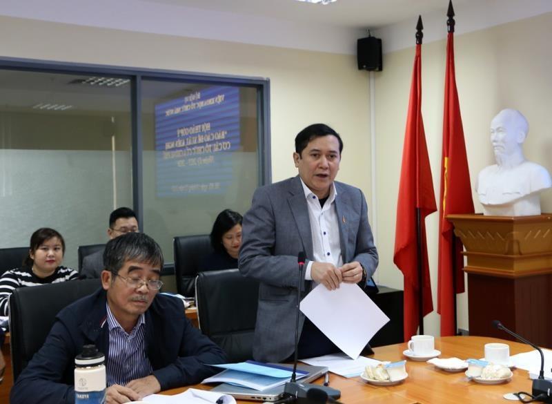Phó Viện trưởng Viện Khoa học tổ chức nhà nước Lê Anh Tuấn báo cáo tại hội thảo.
