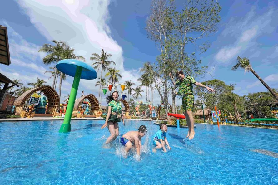 Công viên nước Aquatopia Water Park thuộc Sun World Hon Thom Nature Park sẽ tạm ngừng các trò chơi dưới nước từ 18/3
