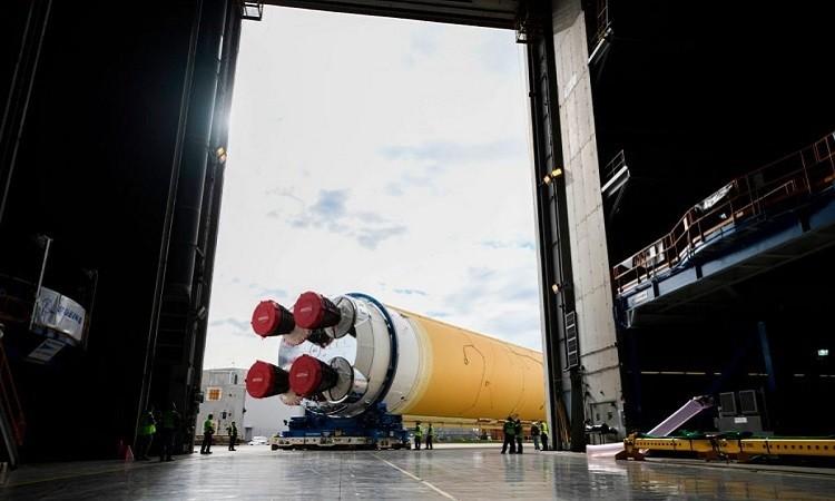 Tên lửa SLS tại cơ sở lắp ráp Michoud hôm 6/1/2020. - Ảnh: NASA