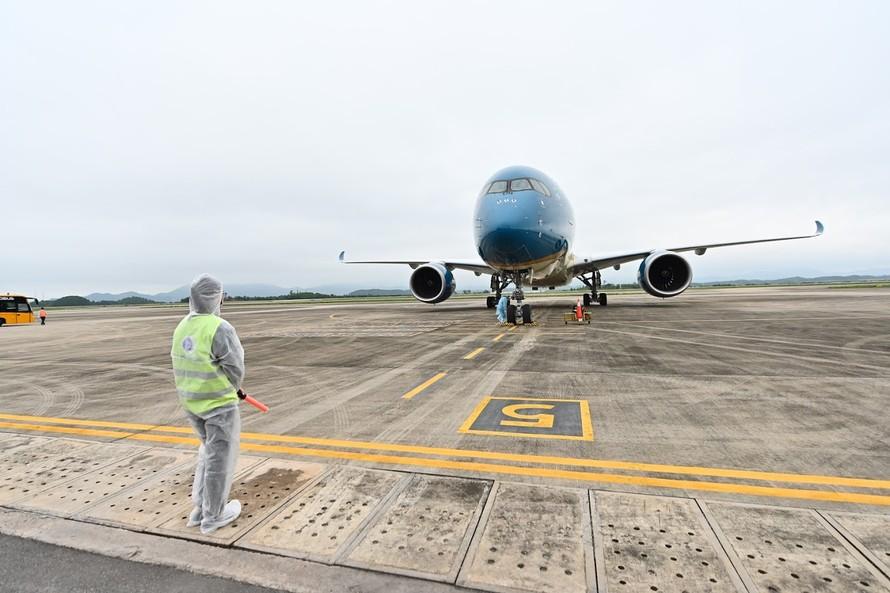 un Group đã áp dụng quy trình hàng không đặc biệt an toàn đón chuyến bay từ nước ngoài