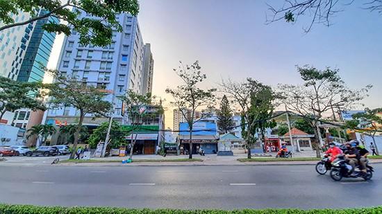 Cảnh thưa vắng trên đường phố Sài Gòn không còn là điều bỡ ngỡ. - Ảnh: Lê Xuân Thọ