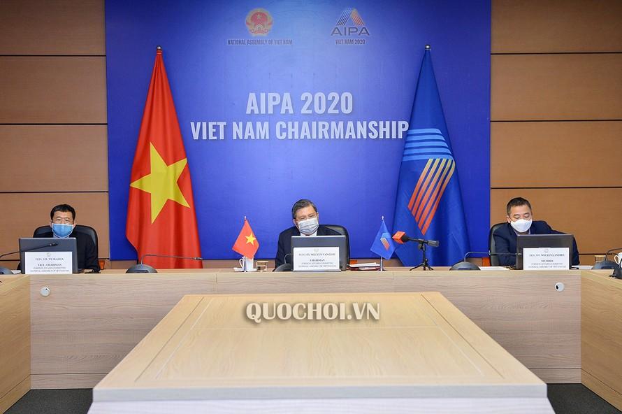 Các đại biểu Việt Nam tham dự cuộc họp tại đầu cầu Hà Nội.