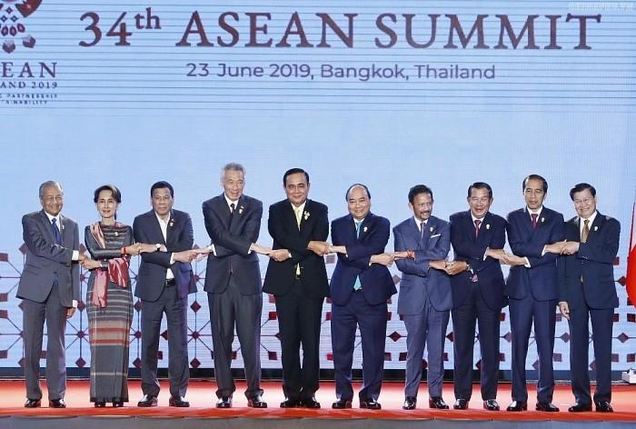 Thủ tướng Nguyễn Xuân Phúc cùng các nhà lãnh đạo ASEAN tại Phiên khai mạc Hội nghị Cấp cao ASEAN 34, tháng 6/2019 tại Thái Lan.