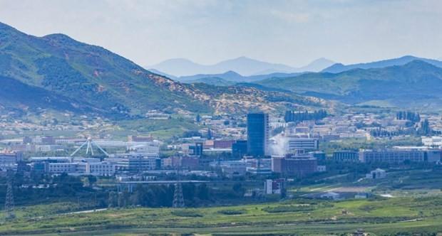 Khói bốc từ khu công nghiệp chung Kaesong. (Ảnh: NK News)