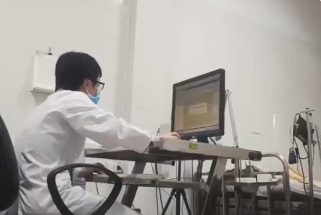 Hình ảnh trong phòng đo điện não đồ video tại Viện Sức khỏe Tâm thần. - Ảnh cắt từ clip