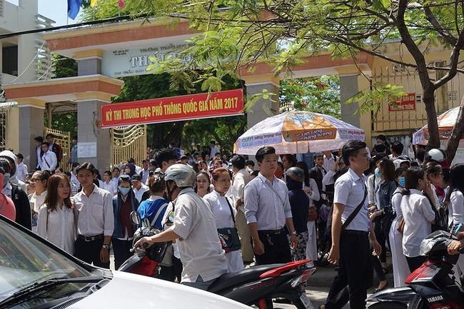 Các thí sinh dự Kỳ thi THPT quốc gia năm 2017 ở Đà Nẵng. - Ảnh: TTXVN
