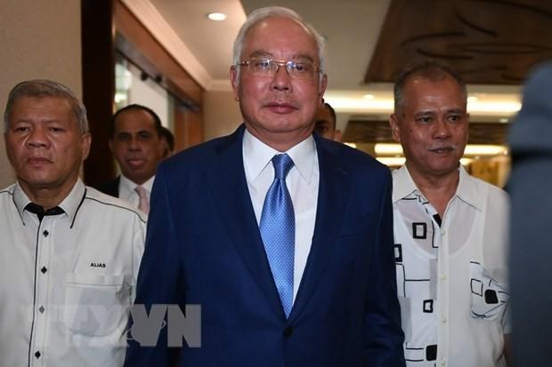 Cựu Thủ tướng Malaysia Najib Razak (giữa) tới phiên tòa ở Kuala Lumpur ngày 28/8 vừa qua. (Ảnh: AFP/TTXVN)