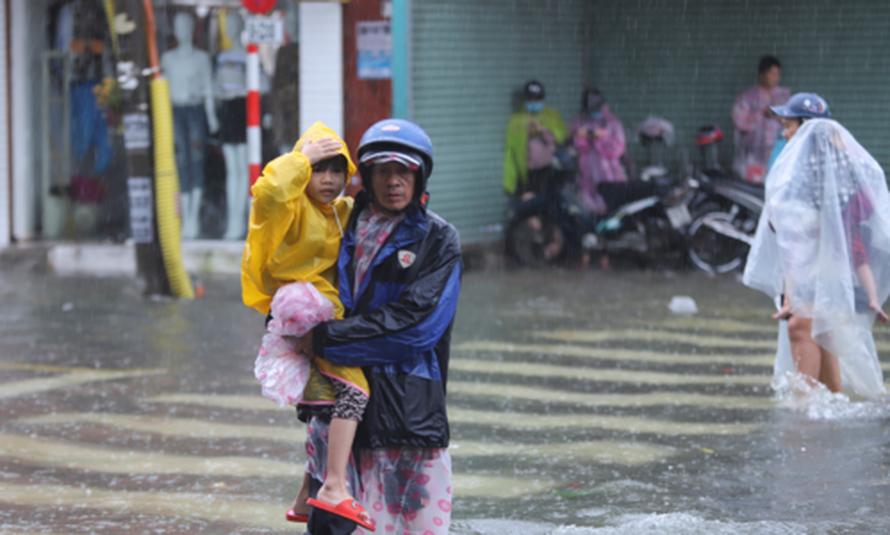 Nhiều trường học ở Nghệ An đã thông báo cho học sinh nghỉ học ngày 19/10 để đảm bảo an toàn. - Ảnh: Báo Nghệ An.