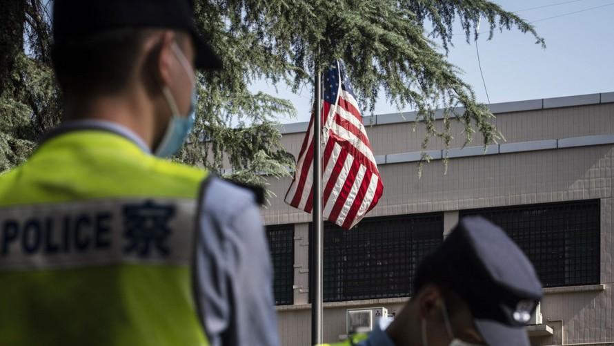 Trung Quốc hôm 19/10 bác bỏ thông tin nước này đe dọa giam giữ công dân nước ngoài.