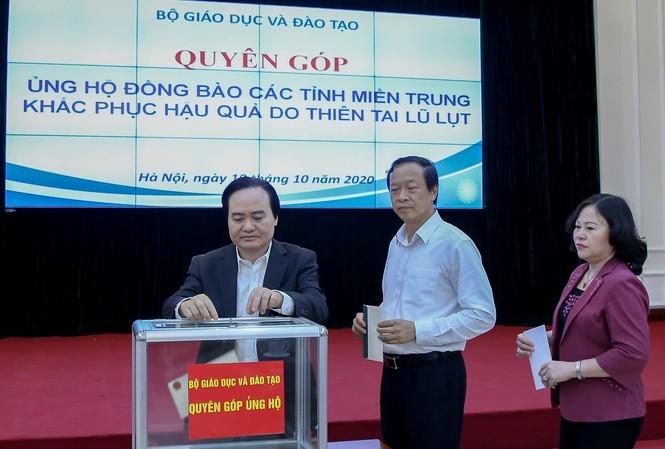 Bộ trưởng Phùng Xuân Nhạ kêu gọi các đơn vị, cá nhân quyên góp ủng hộ đồng bào miền Trung.