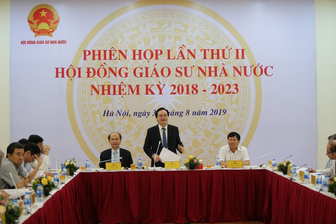 GS-TS Phùng Xuân Nhạ, Bộ trưởng Bộ GD-ĐT, Chủ tịch HĐGS nhà nước, khai mạc phiên họp lần thứ II HĐGS nhà nước. - Ảnh: HĐGSNN