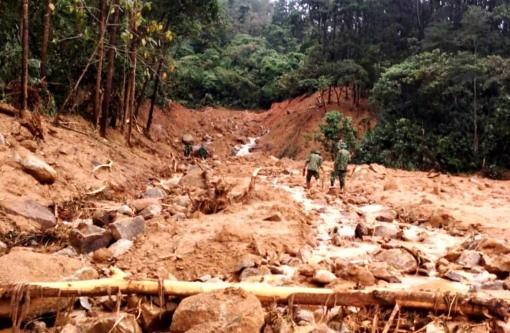 Ảnh hưởng bão số 9 và mưa lớn, nhiều địa bàn miền núi thuộc các tỉnh miền Trung liên tiếp xảy ra sạt lở. - Ảnh: VTC News