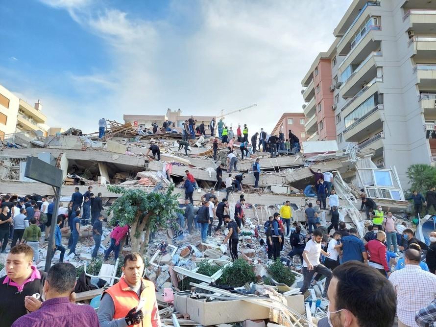 Khung cảnh đổ nát sau trận động đất 7 độ rung chuyển Thổ Nhĩ Kỳ