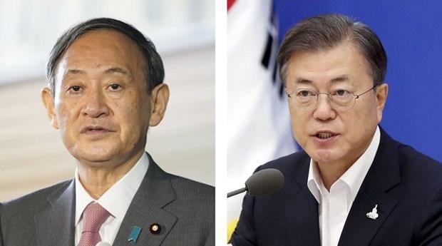 Thủ tướng Suga Yoshihide (trái) và Tổng thống Moon Jae-in. (Nguồn: japan-forward.com)