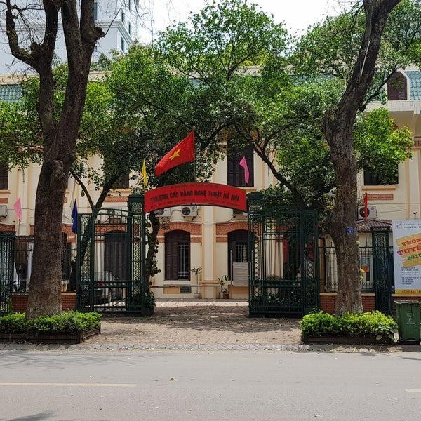 Phụ huynh học sinh trường Cao đẳng Nghệ thuật Hà Nội kêu cứu