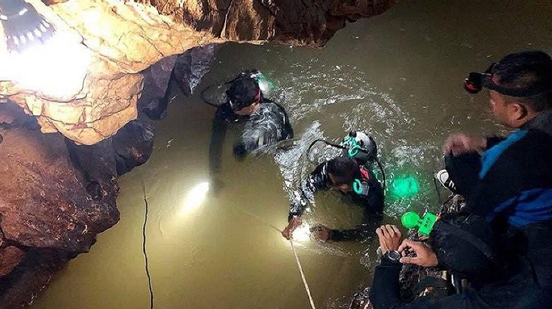Giải cứu đội bóng Thái Lan: Một thợ lặn thiệt mạng
