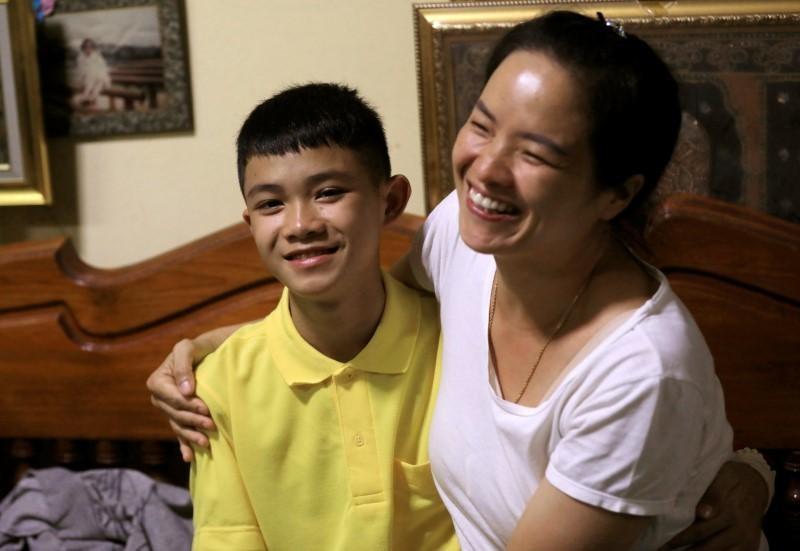 Niềm vui của cầu thủ nhí Thái Lan khi được trở về nhà