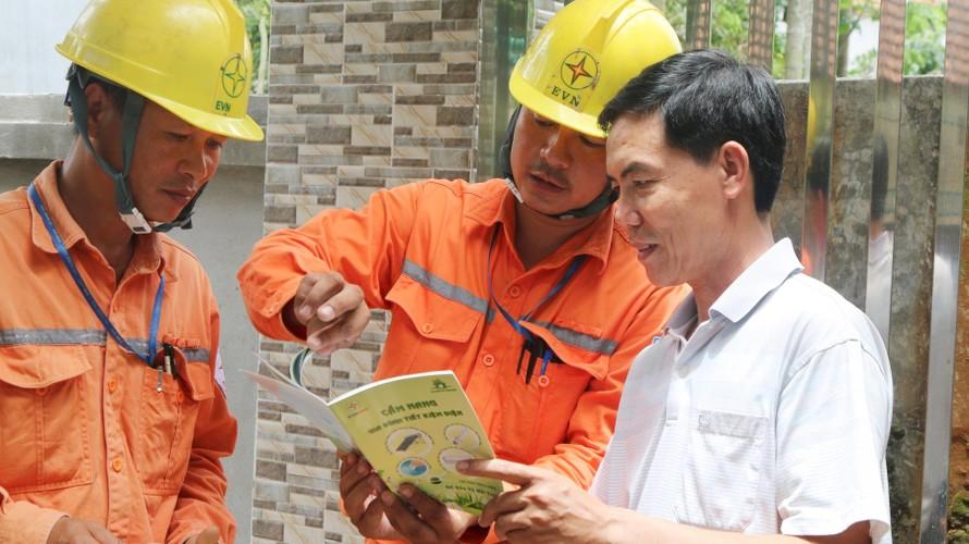 Đây là hành động thiết thực của Tập đoàn Điện lực Việt Nam nhằm gửi lời tri ân tới tất cả các khách hàng sử dụng điện nhân dịp kỷ niệm 66 năm Ngày truyền thống Điện lực cách mạng Việt Nam (21/12/1954 - 21/12/2020).