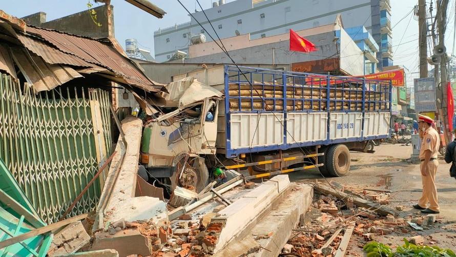 Đồng Nai: Xe chở gỗ gây tai nạn liên hoàn làm nhiều người bị thương