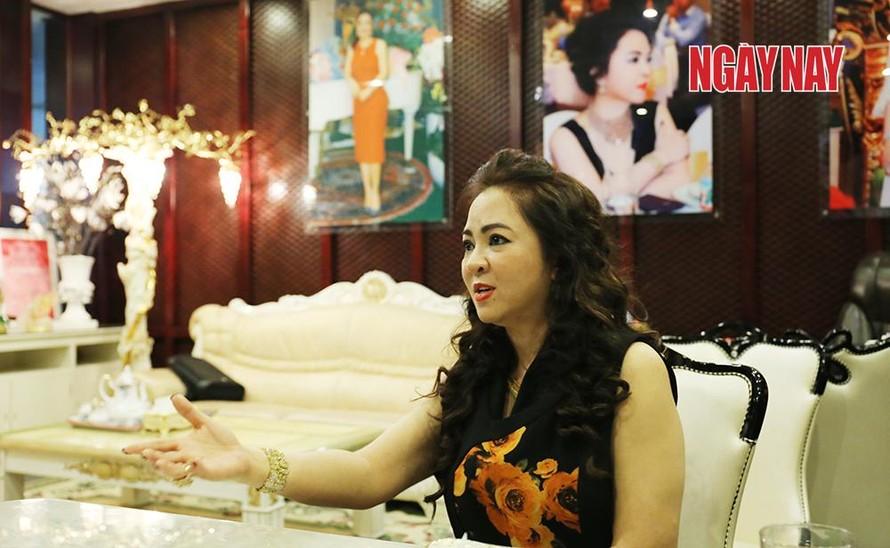 Bà Nguyễn Phương Hằng nói rằng ông Yên lợi dụng tín nhiệm chiếm đoạt tài sản.