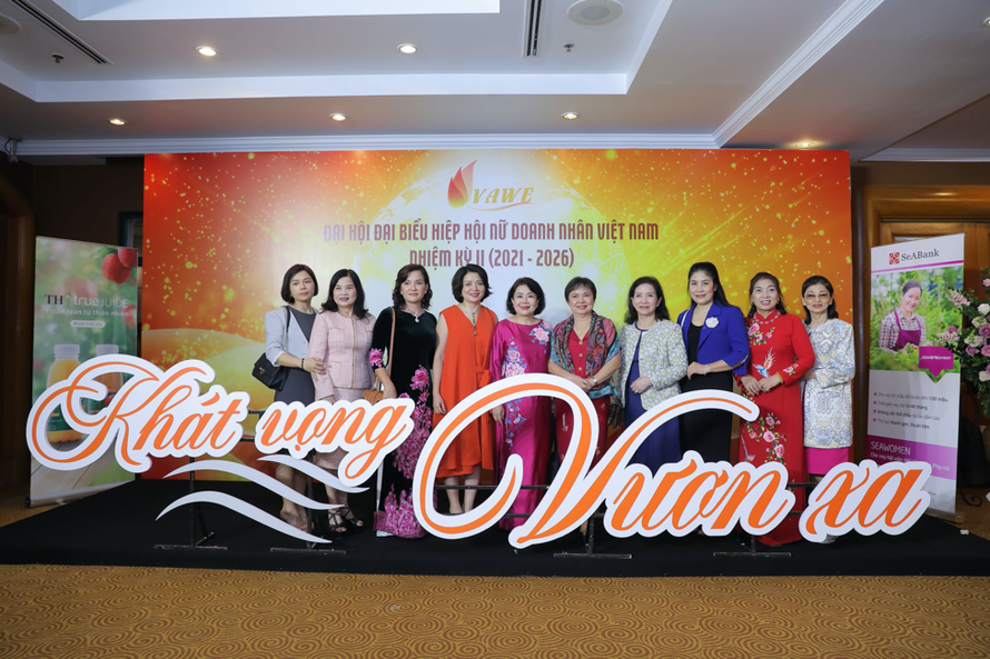 Bà Cao Thị Ngọc Dung, Chủ tịch Hội đồng Quản trị của PNJ, Phó Chủ tịch Hiệp Hội Nữ Doanh Nhân Việt Nam (VAWE) tham dự sự kiện.
