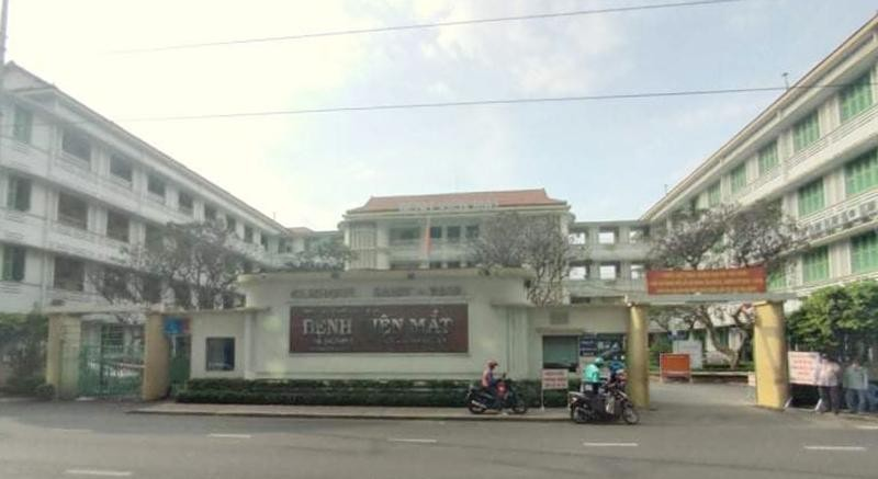 Bệnh viện Mắt TP.HCM không mổ cho bệnh nhân vì thiếu vật tư.