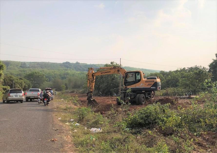 Trong cơn sốt đất, nhiều lô đất nông nghiệp tại huyện Hớn Quản bị chặt cây, san nền đem bán.