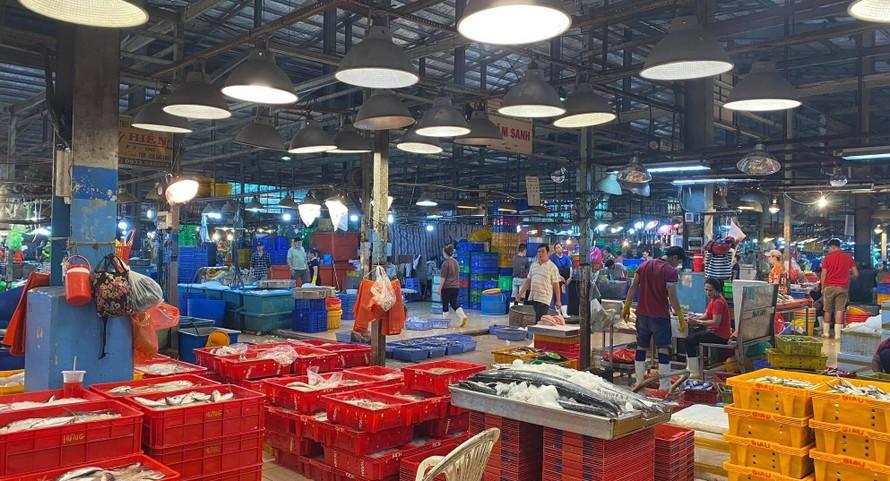 Tiểu thương chợ Bình Điền thêm gánh nặng tiền thuê đất sau một năm Covid-19 ế ẩm.