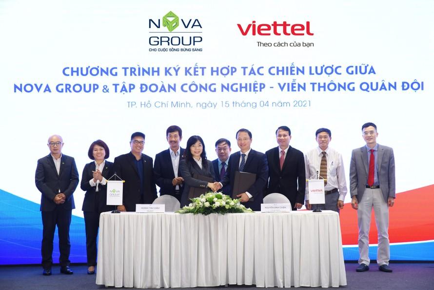 Đại diện NovaGroup và Viettel ký kết Thỏa thuận hợp tác chiến lược.